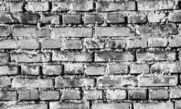 Parede de tijolo weahered suja em preto e branco Fotos de Stock