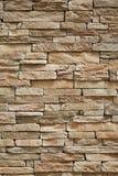 Parede de tijolos de superfície bege da pedra como um fundo fotografia de stock