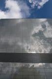 Parede de vidro com céu Imagem de Stock