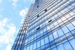 Parede de vidro do prédio de escritórios Imagens de Stock