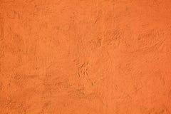 A parede do cimento do fundo pintou alaranjado com textura foto de stock
