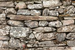 Parede do fundo feita de rochas de pedra cinzentas Fotografia de Stock Royalty Free