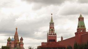 A parede do Kremlin é um mausoléu e o templo da manjericão do abençoado Imagens de Stock Royalty Free