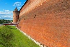 Parede do Kremlin de Kolomna e da torre de Marinkina imagens de stock