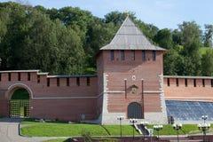 Parede do Kremlin e torre da concepção em Nizhny Novgorod, Rússia Imagem de Stock Royalty Free
