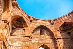 Parede do minarete o mais alto do tijolo de Qutub Minar no mundo Fotos de Stock Royalty Free