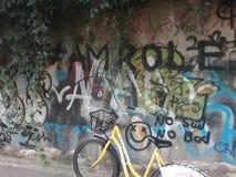 Parede dos grafittis completamente das cores e dos desenhos fotografia de stock royalty free