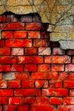 Parede e emplastro danificados velhos de tijolo Fotografia de Stock
