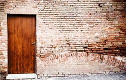 Parede e porta velhas Imagem de Stock Royalty Free