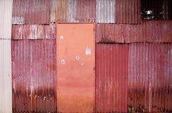 Parede e porta velhas Fotos de Stock Royalty Free