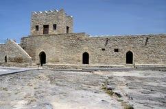 Parede e torre de Baku Ateshgah Fire Temple em Suraxani, Azerbaijão Imagem de Stock