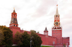 Parede e torres do Kremlin Fotos de Stock Royalty Free