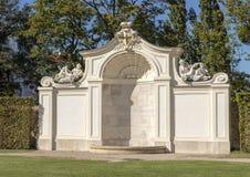 Parede em torno do jardim, palácio da arquitetura do detalhe do Belvedere, Viena, Áustria fotografia de stock royalty free