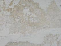 Parede emplastrada branco com quebras foto de stock