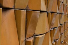 Parede exterior da cidade do tijolo decorativo do close-up Fotos de Stock Royalty Free