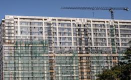 Parede exterior de uma construção do multi-andar sob a construção imagem de stock royalty free