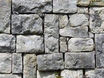 Parede feita de blocos de pedra cinzentos cinzentos apropriado para o fundo ou o papel de parede alvenaria Parede moderna imagem de stock royalty free