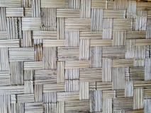 A parede fez do fundo abstrato de bambu fotografia de stock