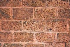 Parede grande do bloco antigo com tom marrom e alaranjado, teste padrão quadrado velho, fundo da textura Imagem de Stock