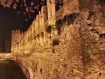 a parede grande do Verona& x27; castelo de s foto de stock