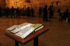A PAREDE LAMENTANDO DE JERUSALEM NA NOITE Fotografia de Stock