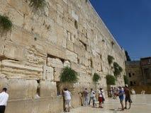 A parede lamentando no Jerusalém fotos de stock