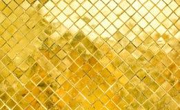 Parede lustrosa da telha de mosaico do ouro, fundo da textura Foto de Stock Royalty Free