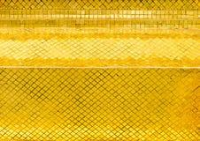 Parede lustrosa da telha de mosaico do ouro, fundo da textura Imagem de Stock