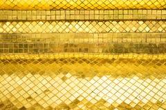 Parede lustrosa da telha de mosaico do ouro, fundo da textura Imagem de Stock Royalty Free