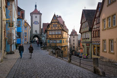 Parede medieval da cidade, der Tauben do ob de Rothenburg, Baviera, Alemanha Imagens de Stock Royalty Free