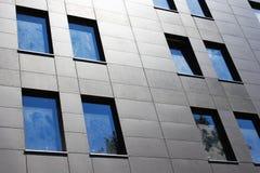 Parede moderna das janelas do escritório Fotografia de Stock Royalty Free