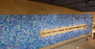 Parede no museu memorável do 11 de setembro nacional, NYC Imagem de Stock