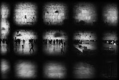 A parede ocidental, Jerusalém, opinião de Israel ao lado do ` s dos homens com a grade da cerca ISRAEL, 24-11-2009 Imagem de Stock