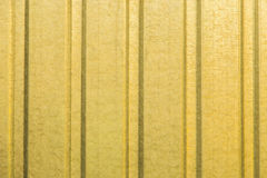 Parede ondulada da folha de metal amarelo imagem de stock royalty free