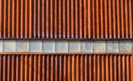 Parede ondulada do metal com blocos múltiplos Fotos de Stock