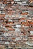 Parede ou cerca do tijolo vermelho velho imagem de stock royalty free