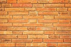 Parede pequena antiga do bloco com tom marrom e alaranjado, teste padrão quadrado velho, fundo da textura Fotografia de Stock