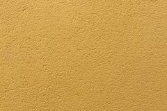 Parede pintada do estuque do ocre amarelo Textura do fundo Foto de Stock Royalty Free
