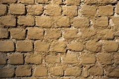 Parede pintada do tijolo ocre velho Textura do fundo Fotos de Stock