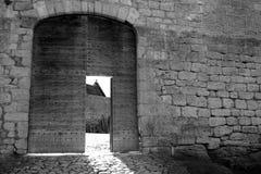 Parede preto e branco do castelo de Midieval fotos de stock