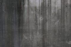 Parede rachada escura Fotos de Stock