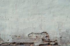 Parede resistida velha dos tijolos e de uma terra, fundo, série da textura fotos de stock