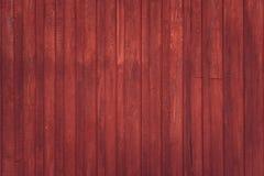 Parede rural de madeira fora do celeiro vermelho em Escandinávia Textura do fundo fotografia de stock royalty free
