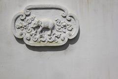 Parede Tailândia do templo da decoração do elefante fotografia de stock royalty free
