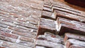 Parede velha com alvenaria antiga, fundo do tijolo vídeos de arquivo