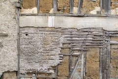 Parede velha com argila e madeira Fotografia de Stock