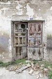 Parede velha com portas de madeira Fotos de Stock Royalty Free