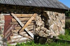 Parede velha da casa embarcada acima Foto de Stock