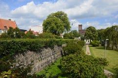 Parede velha da cidade em Kalmar, Suécia imagem de stock
