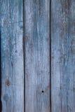 Parede velha das pranchas de madeira pintadas com pintura azul Fotos de Stock